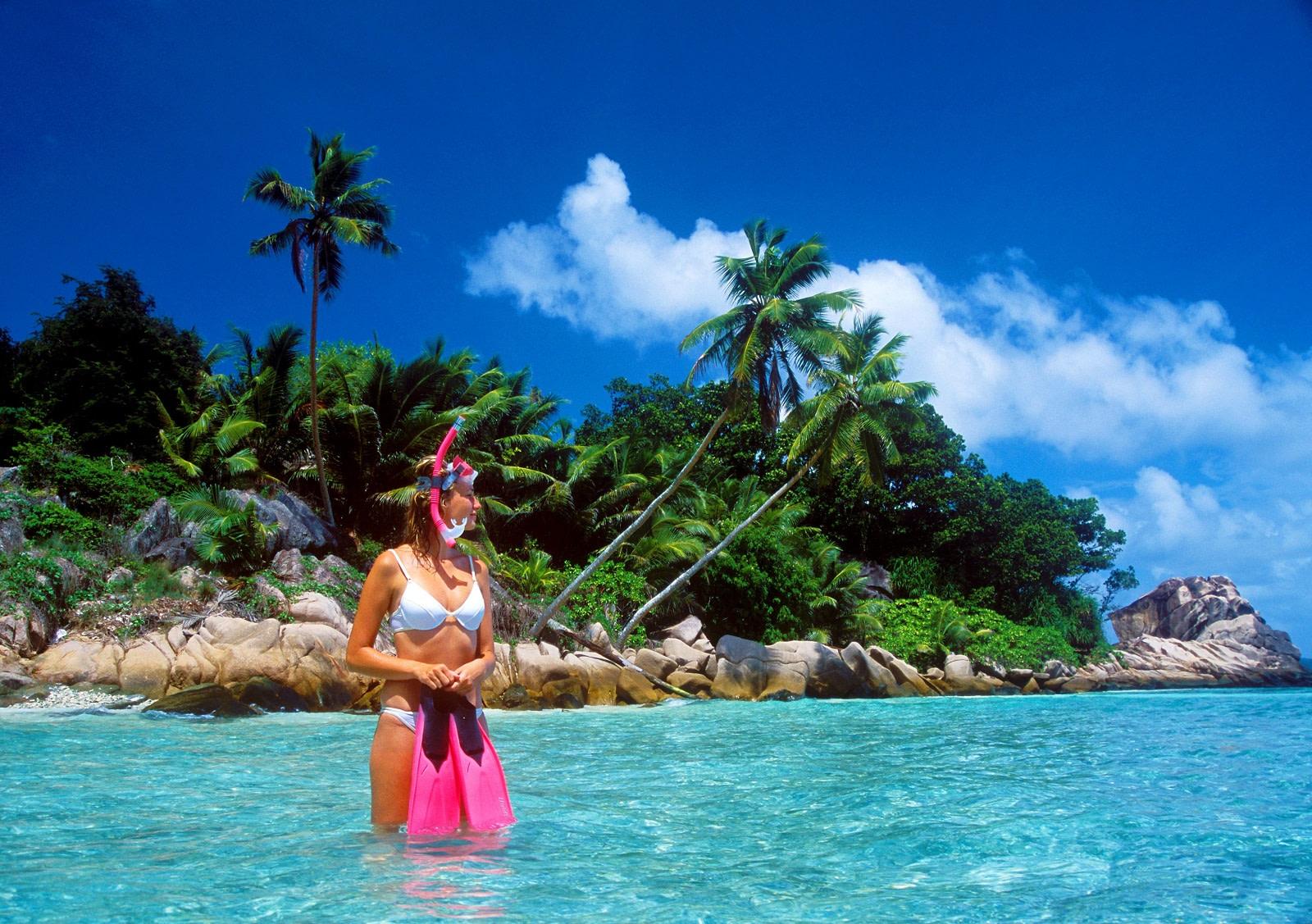 snorkeling at seychelles islands