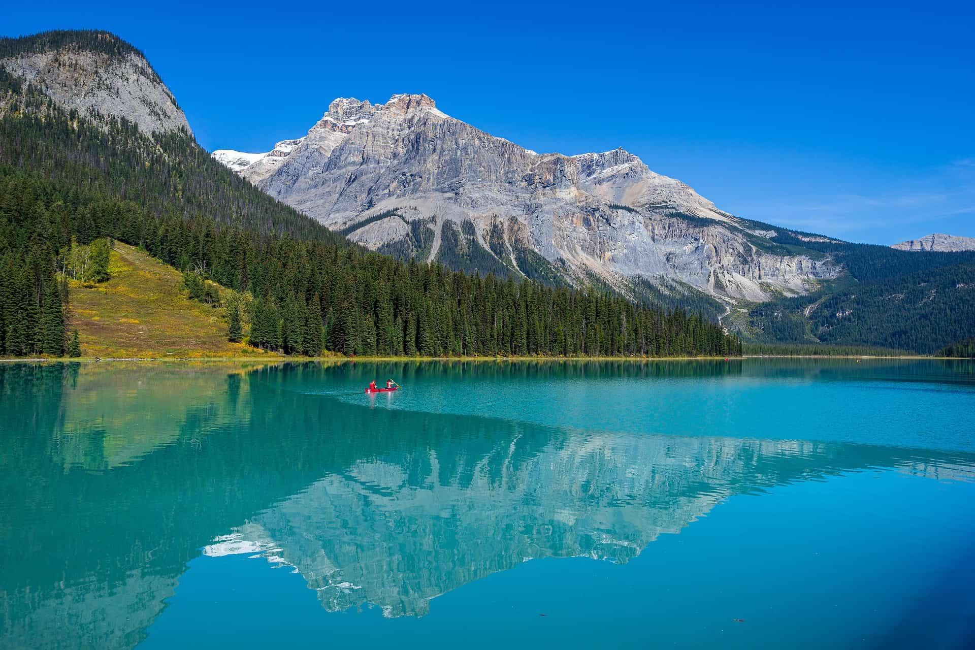 emerald-lake-5688356_1920